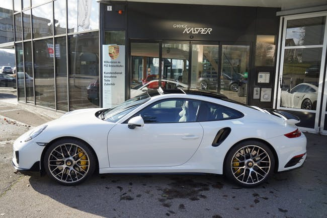 sportscar Porsche 911 Turbo S PDK