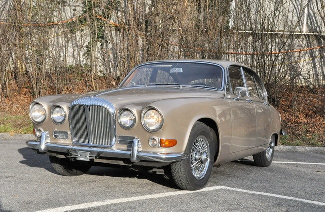 saloon Daimler Sovereign 420