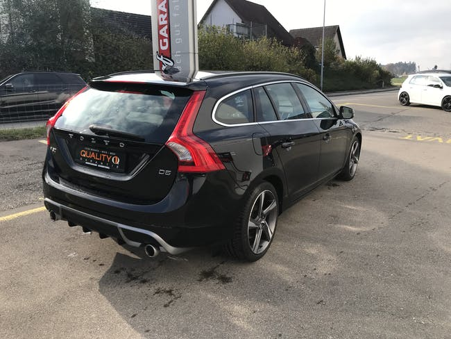 estate Volvo V60 2.4 D5 R-Design