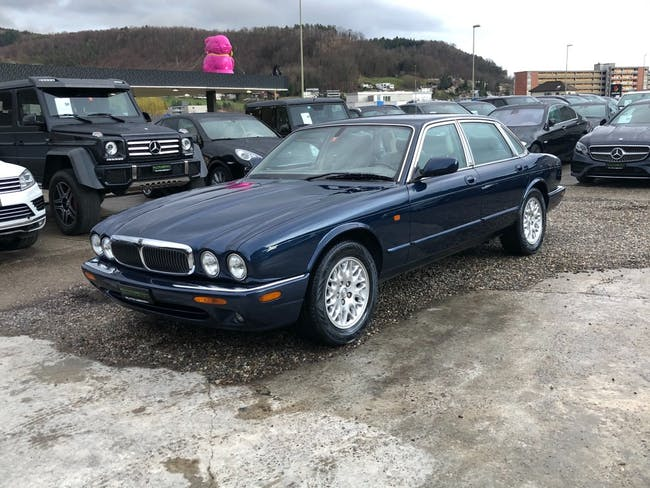 saloon Jaguar XJ 3.2 V8 Executive
