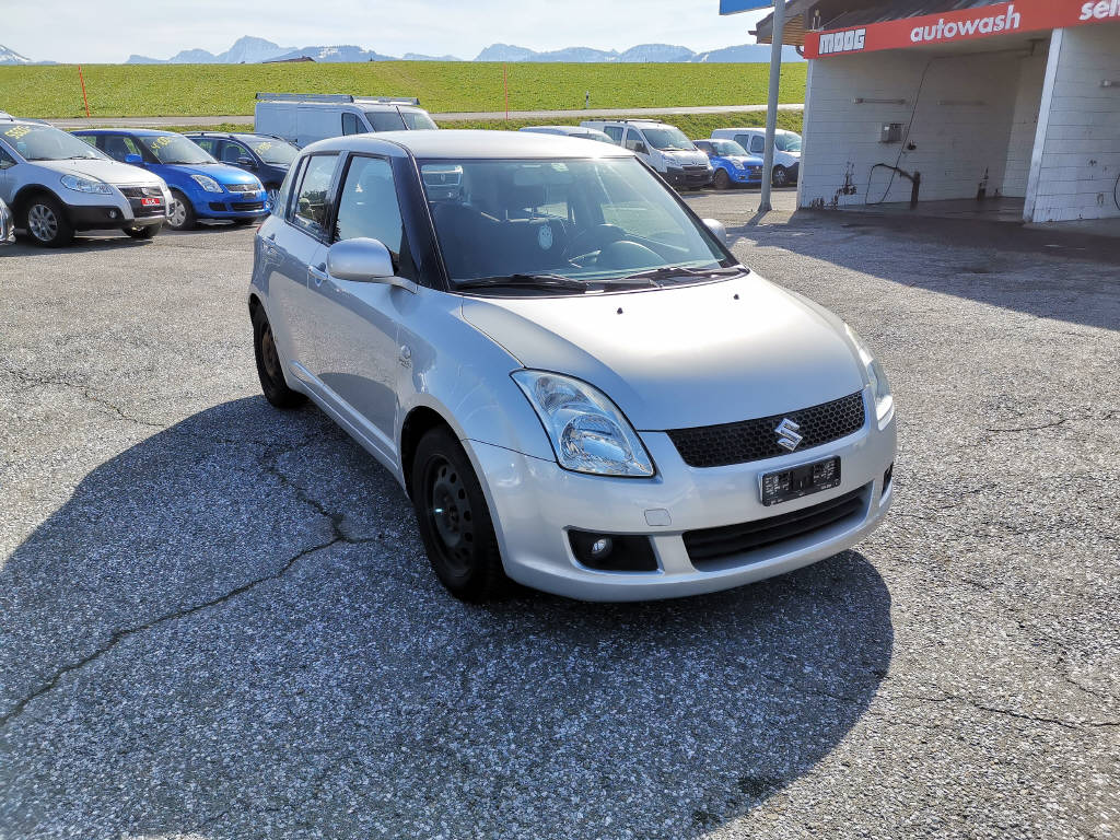 saloon Suzuki Swift 1.3 GL