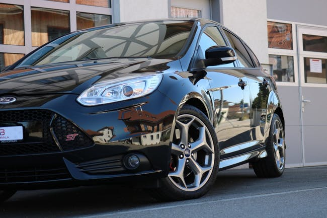 saloon Ford Focus 2.0 SCTi ST-3