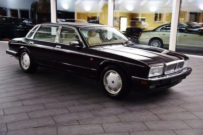 saloon Daimler Double Six 6.0 Double Six Majestic