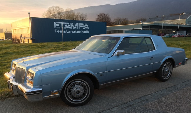 coupe Buick Riviera V 8 5,7 Litre