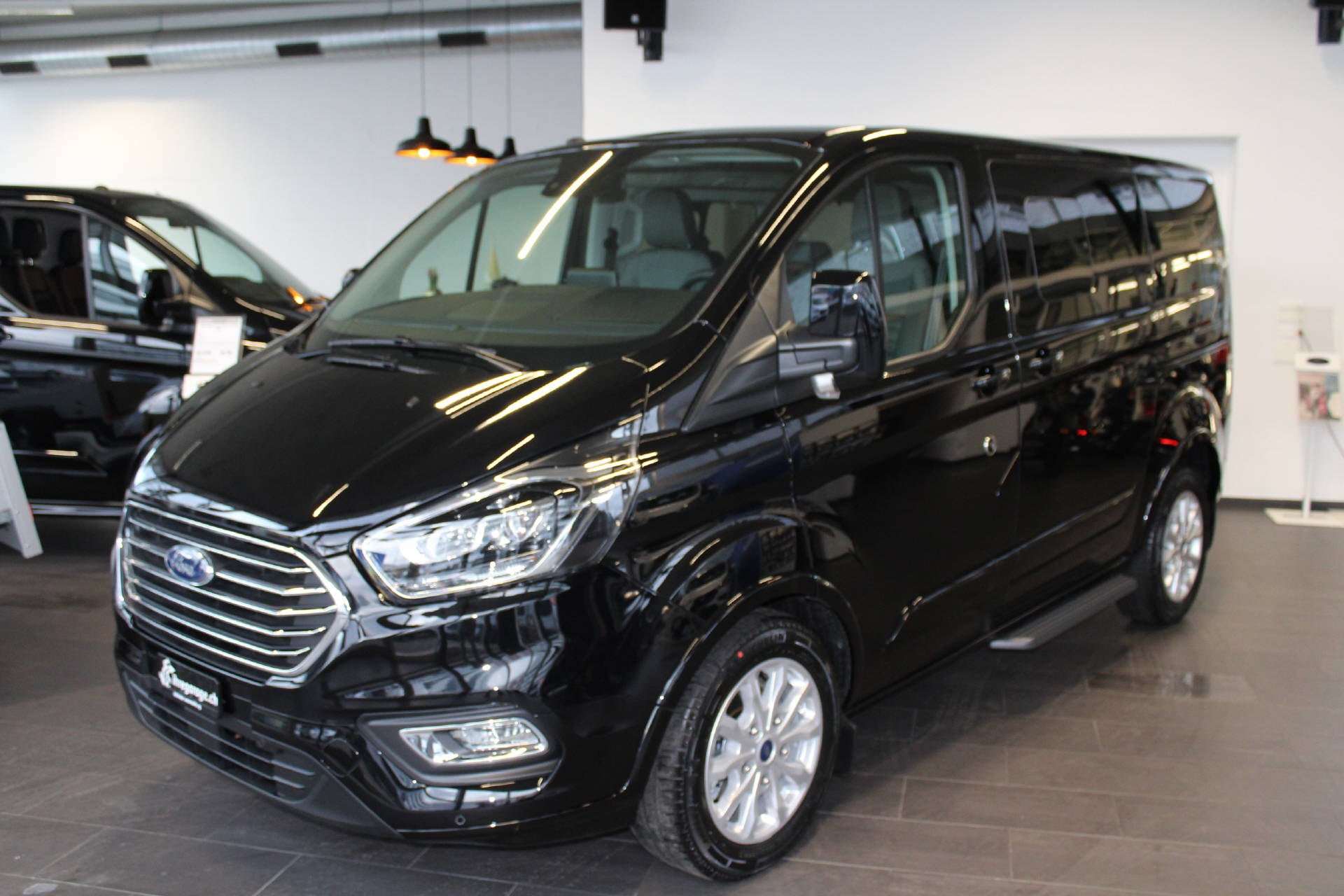bus Ford Tourneo C Bus 320 L1 2.0 TDCi Titanium