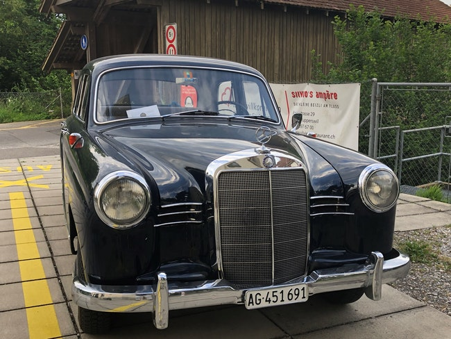 saloon Mercedes-Benz 190 MB 180