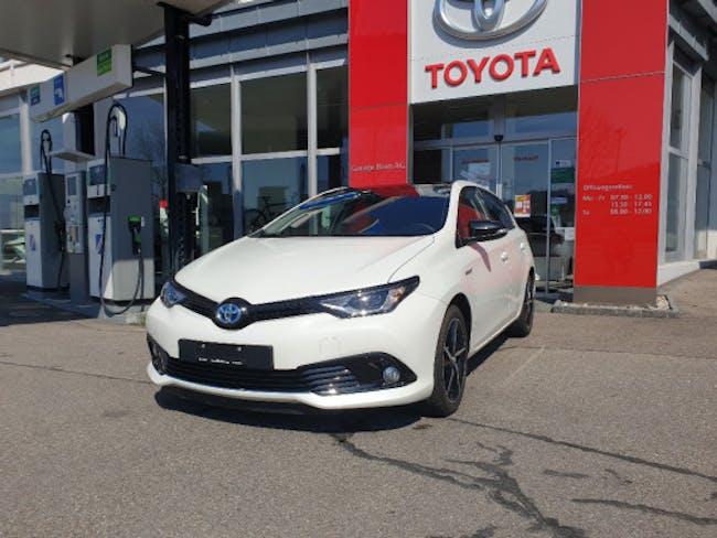 saloon Toyota Auris 1.8 HSD Trend