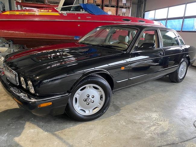 saloon Jaguar XJ 8 3.2
