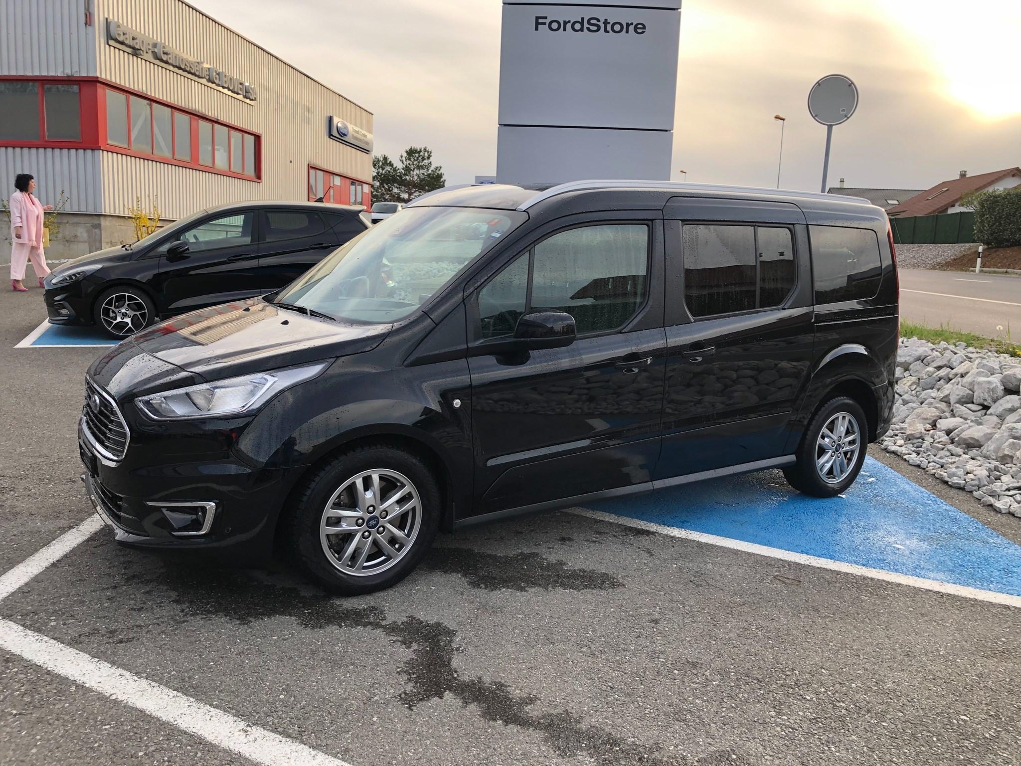 bus Ford Connect Grand 1.5 EcoB Titanium