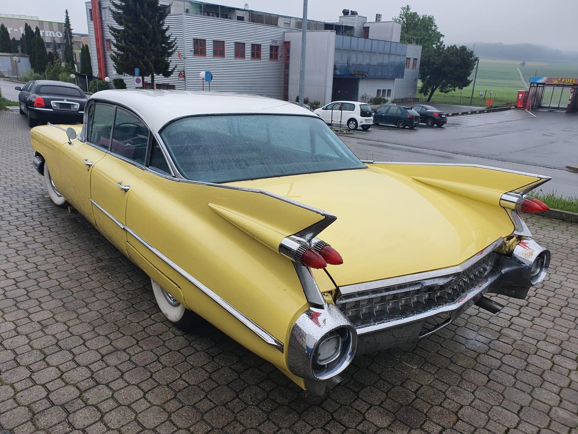 Limousine Cadillac Deville Sedan kaufen auf carforyou.ch