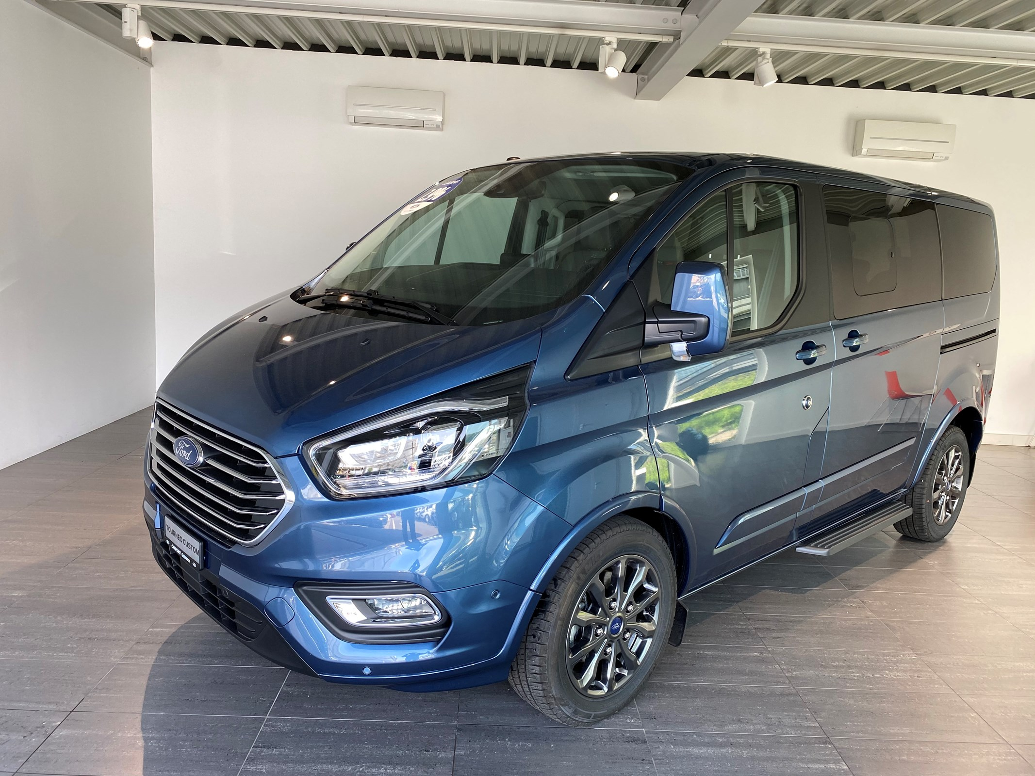 bus Ford Tourneo Custom 320 L1H1 Titanium X A