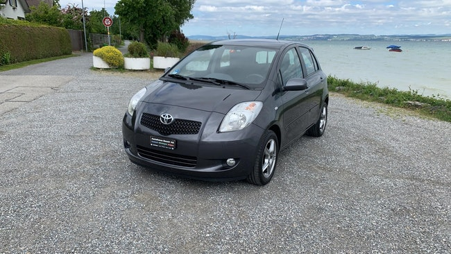 saloon Toyota Yaris 1.3 16V City MM