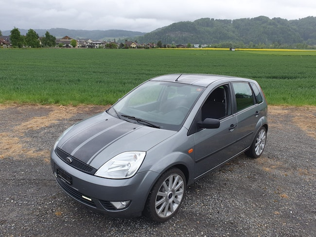 saloon Ford Fiesta 1.6 16V Trend