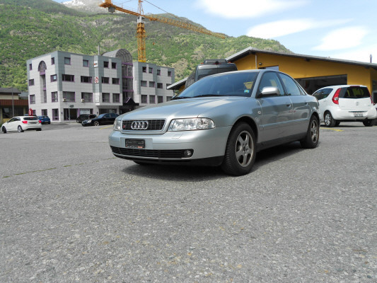 saloon Audi A4 2.8 quattro Advance