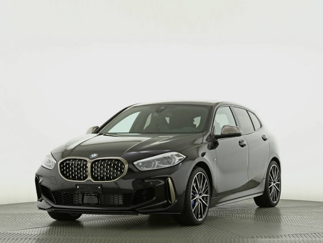 saloon BMW 1er M135i xDrive