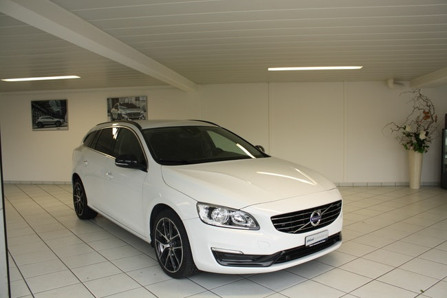 estate Volvo V60 2.4 D4 Momentum AWD
