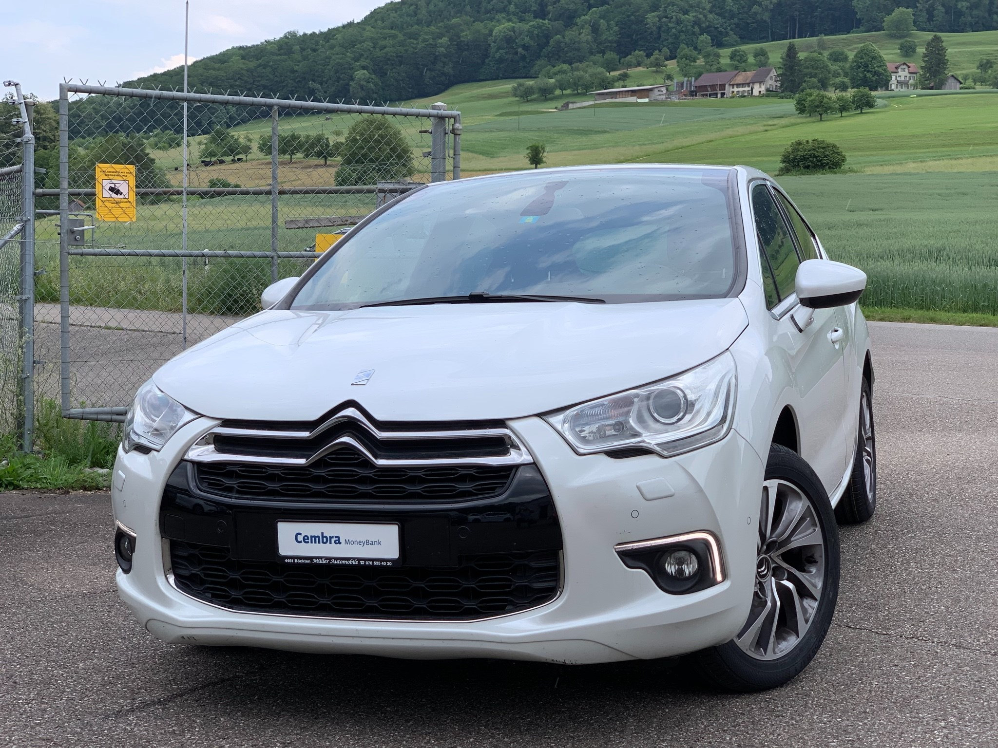 saloon DS Automobiles DS4 1.6 HDi SO Chic