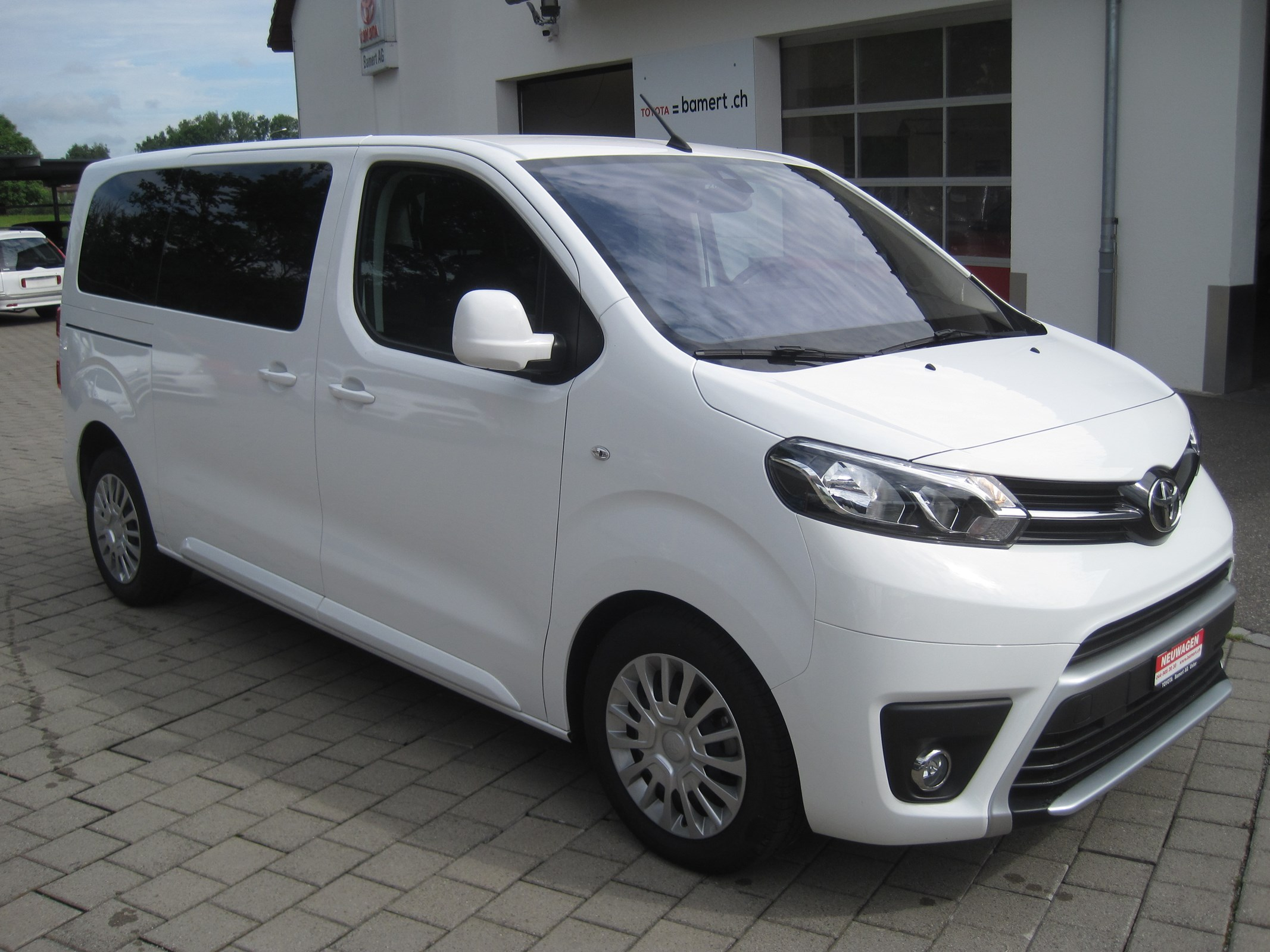 bus Toyota Proace Verso 2.0 D-4D Shuttle Medium Automatic