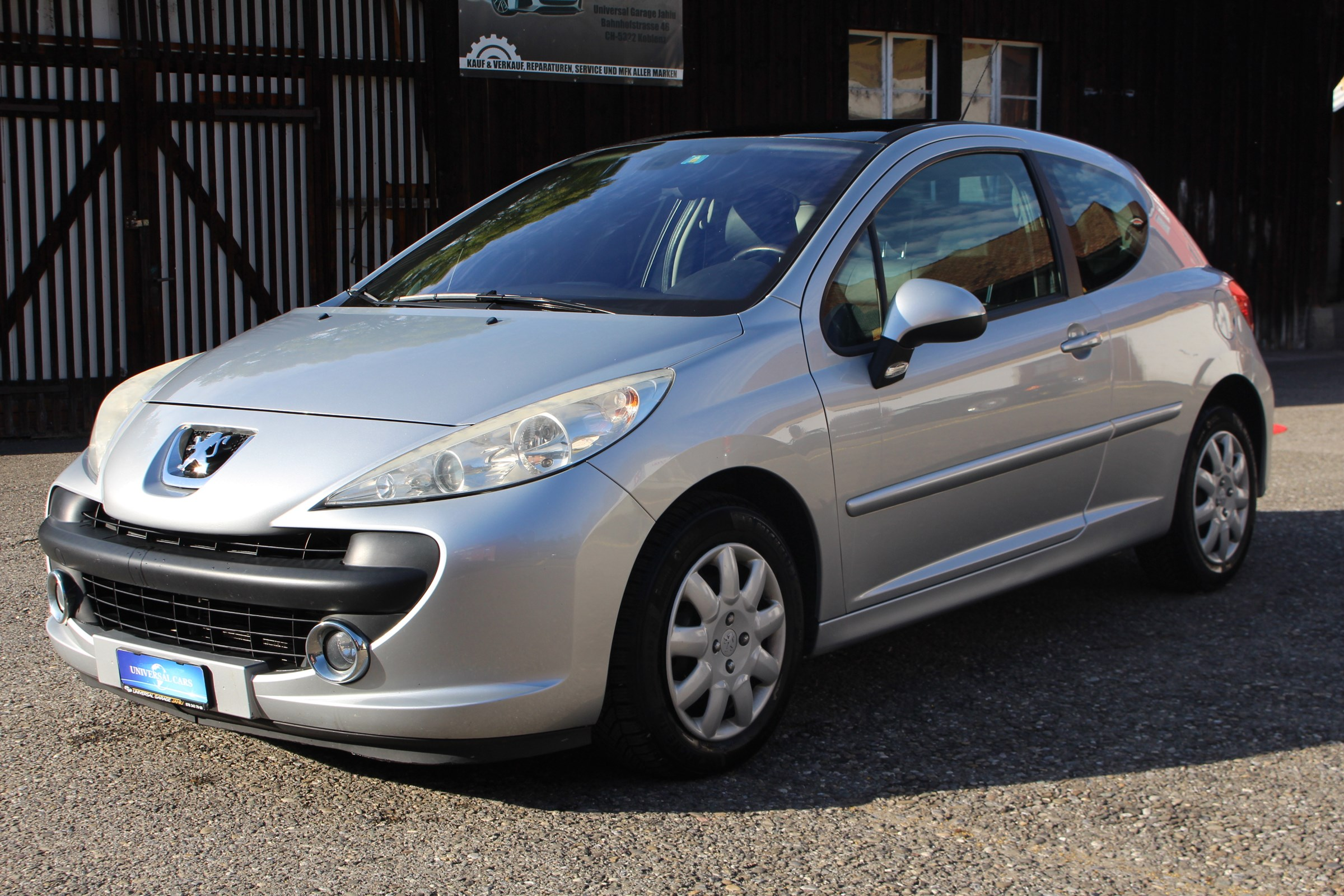 saloon Peugeot 207 1.6 16V Turbo XSI