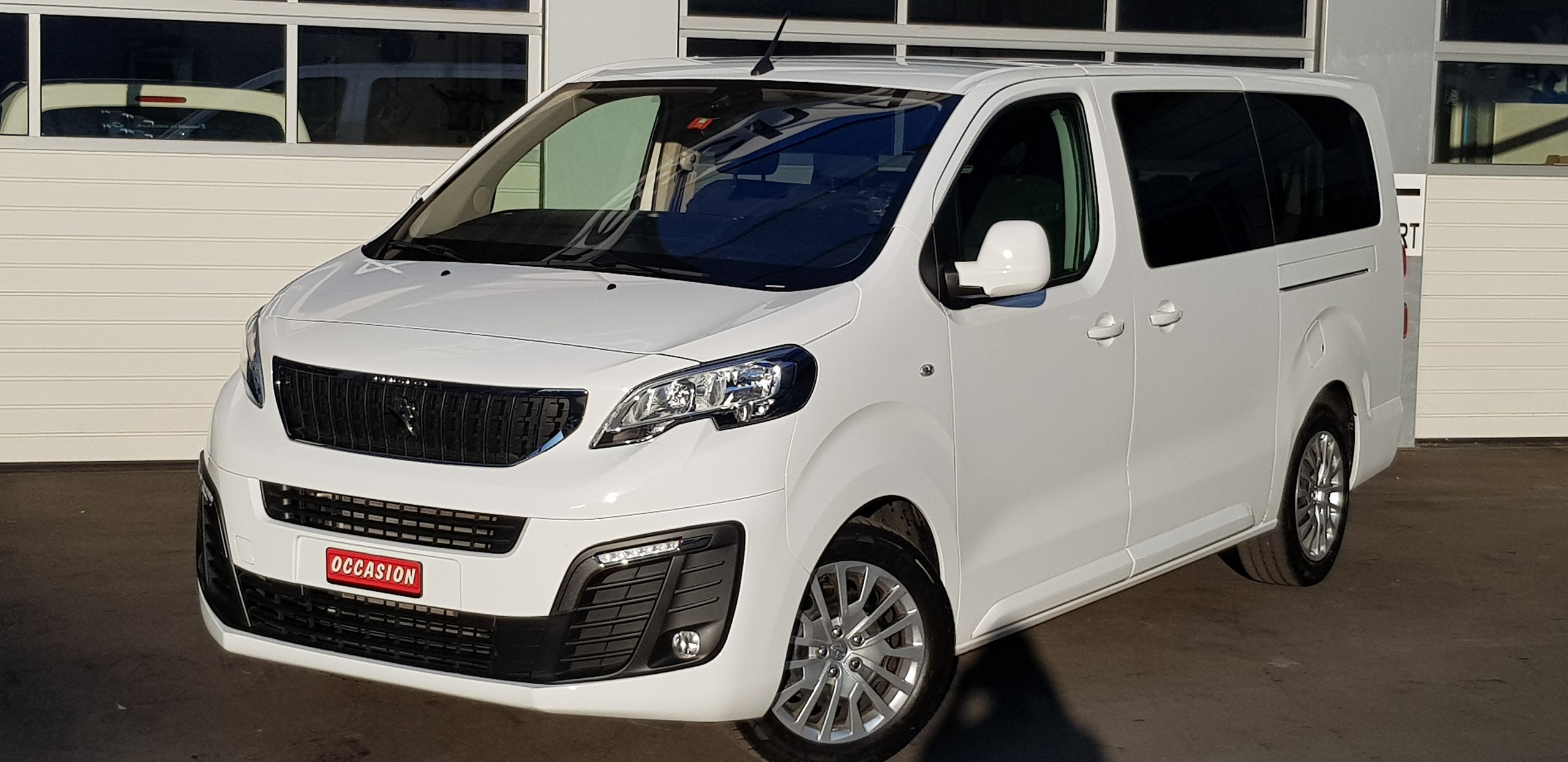 bus Peugeot Expert Traveller 2.0 BlueHDi Business Lang EAT