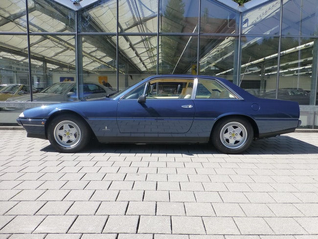 sportscar Ferrari 412 412