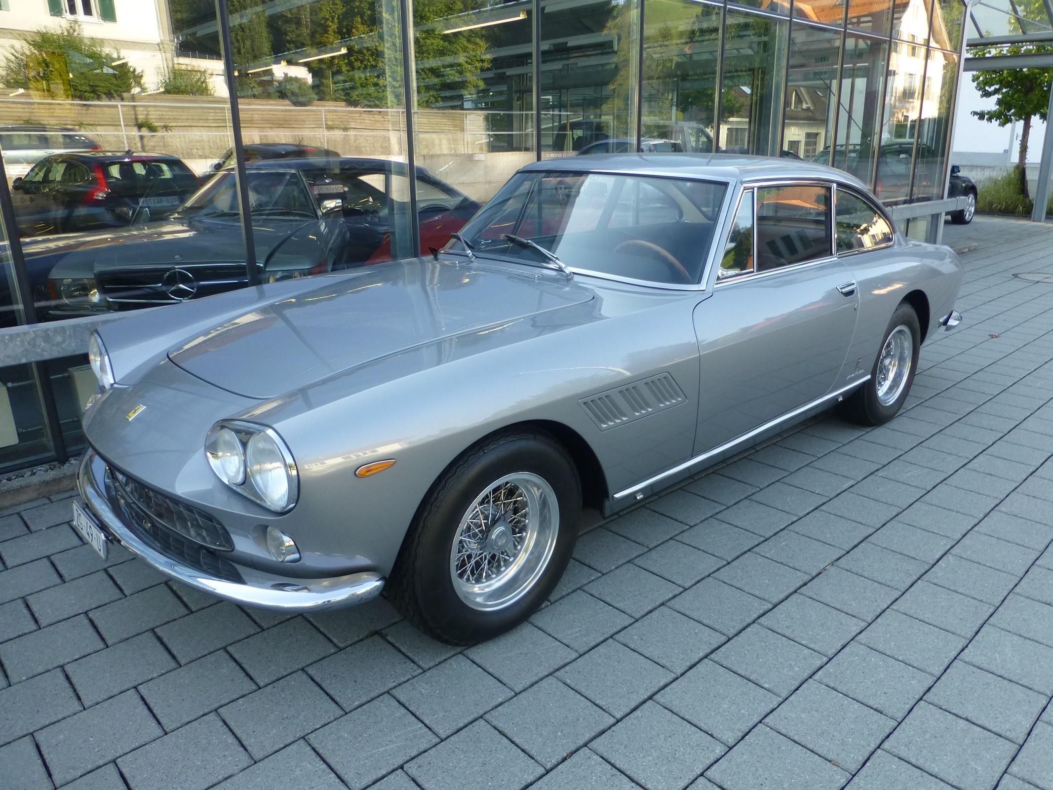 coupe Ferrari 330 GT 2+2