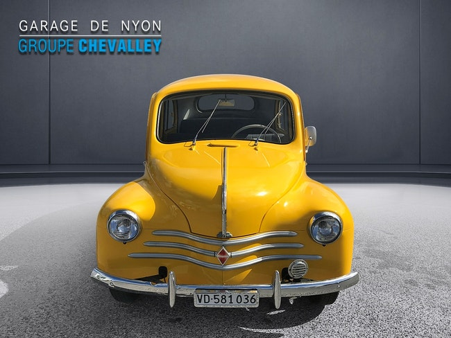 saloon Renault R4 4CV R1062