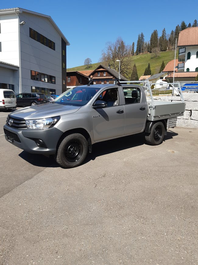 Toyota Hilux Double Cab.-Chassis 2.4 D-4D 150 Comfort 50 km CHF49'990 - buy on carforyou.ch - 1