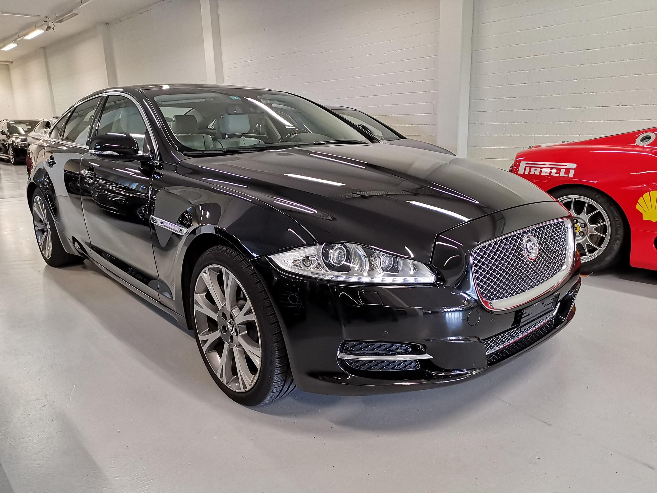 saloon Jaguar XJ 3.0 V6 S/C Portfolio Automatic AWD
