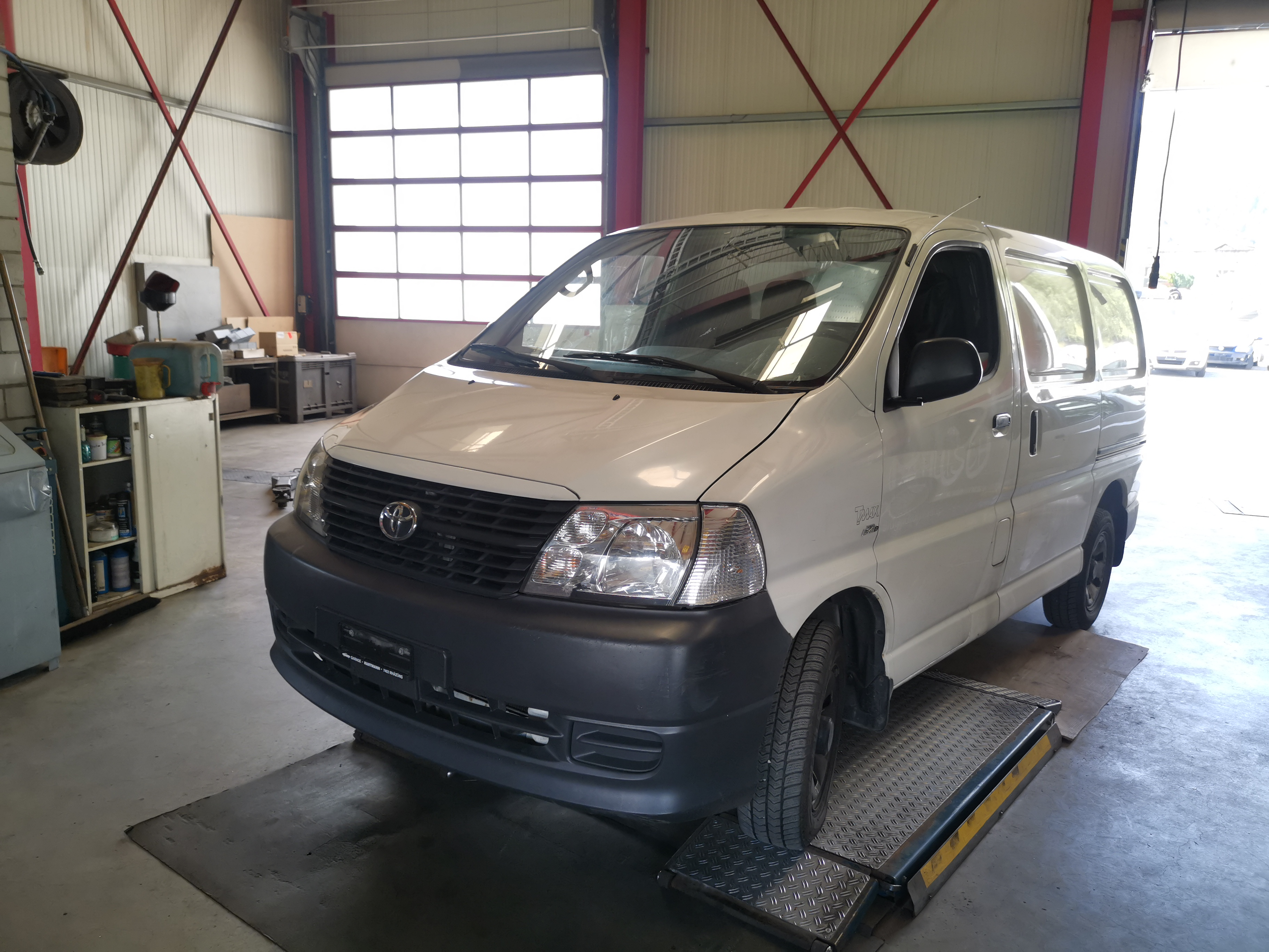 bus Toyota Hiace Kombi LWB 2.5 D-4D 4x4 3 P. CS