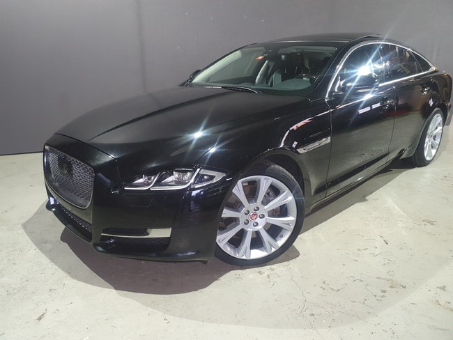 saloon Jaguar XJ 3.0 V6 S/C Premium Luxury Automatic AWD