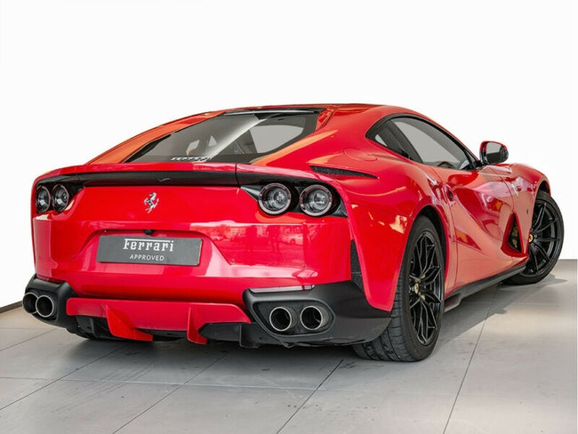 sportscar Ferrari 812 Superfast 6.5