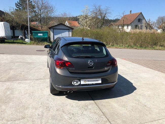 saloon Opel Astra 1.6 T eTEC Cosmo