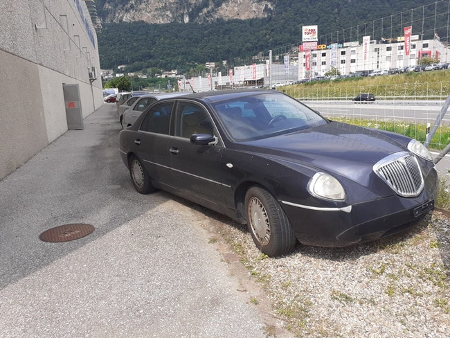 saloon Lancia Thesis 3.2 V6 Executive