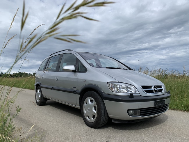 van Opel Zafira 2.2i 16V Linea Fresca