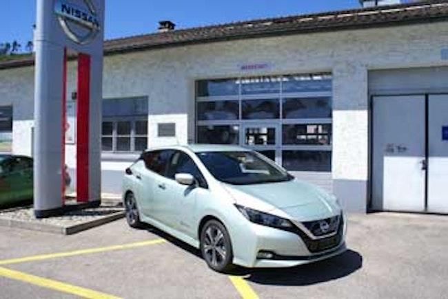 saloon Nissan Leaf N-Connecta