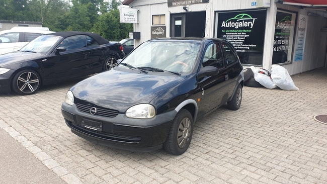 saloon Opel Corsa 1.2i 16V Young