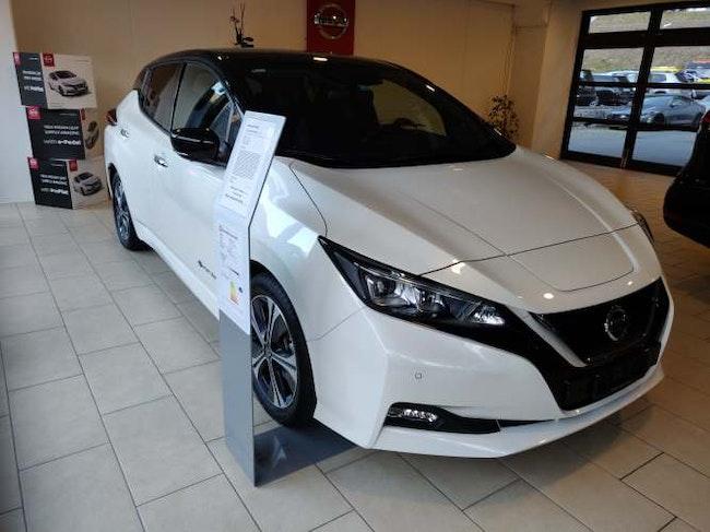 saloon Nissan Leaf Tekna