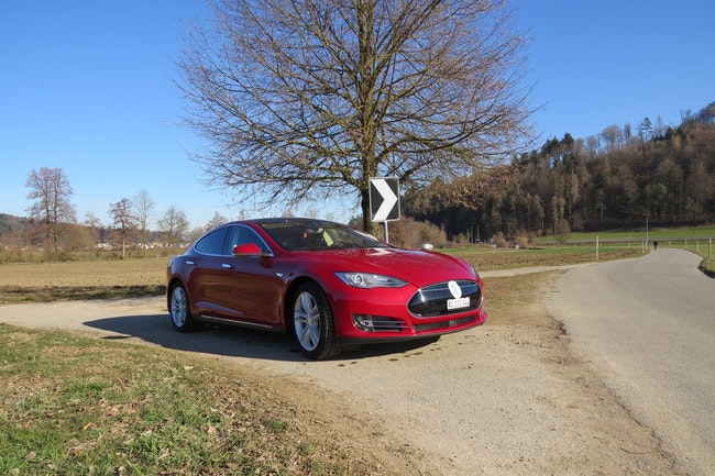 saloon Tesla Model S 85