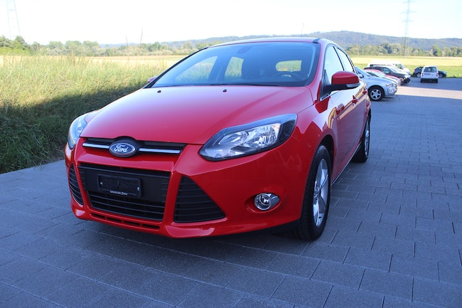 saloon Ford Focus 1.6 SCTi Carving