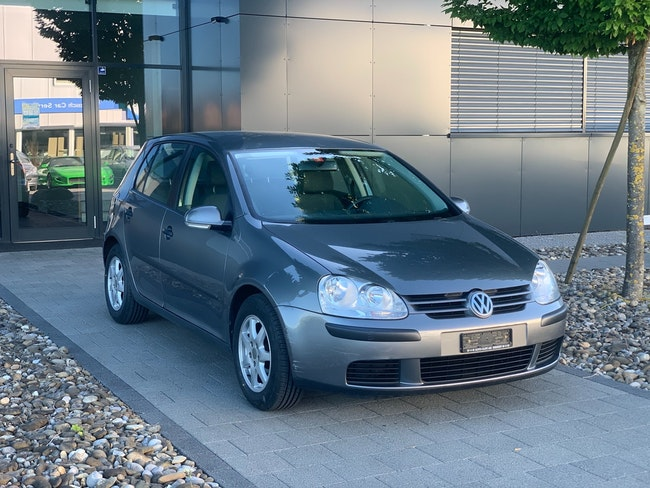 saloon VW Golf 1.6 FSI Comfortline