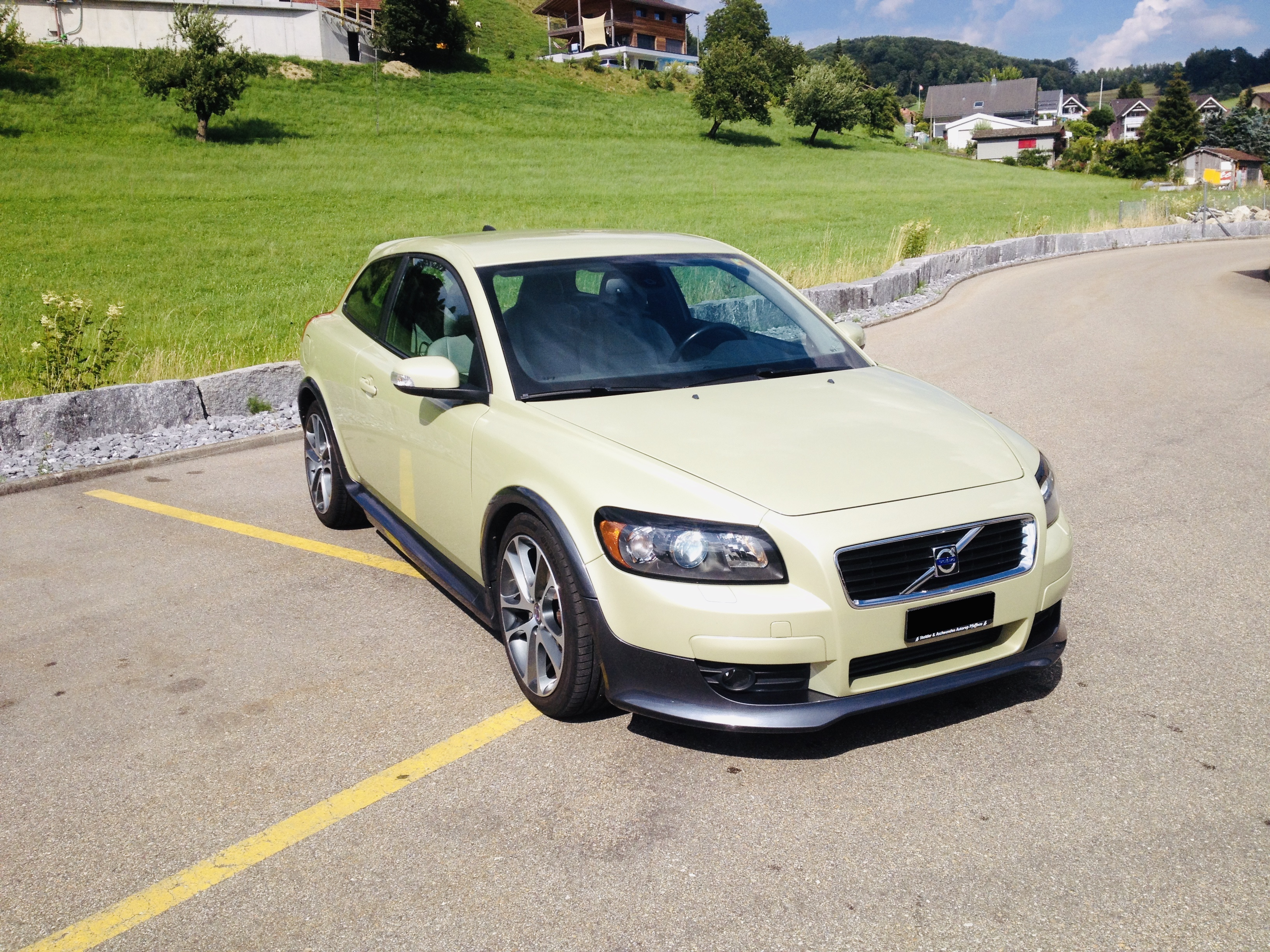 saloon Volvo C30 2.4 D5 Kinetic