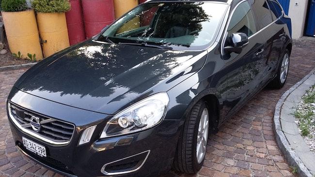 estate Volvo V60 2.0 D3 Kinetic R-Design S/S
