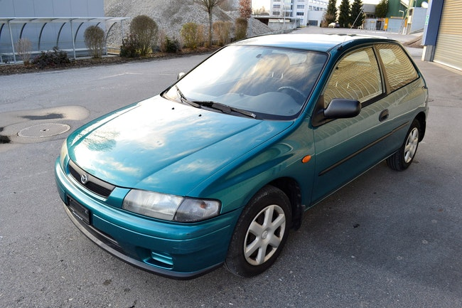 saloon Mazda 323 P 1.3i-16V Youngster
