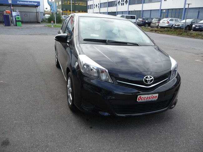 saloon Toyota Yaris 1.33 VVT-i Linea Luna