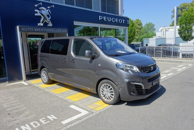 bus Peugeot Traveller Business Stand.