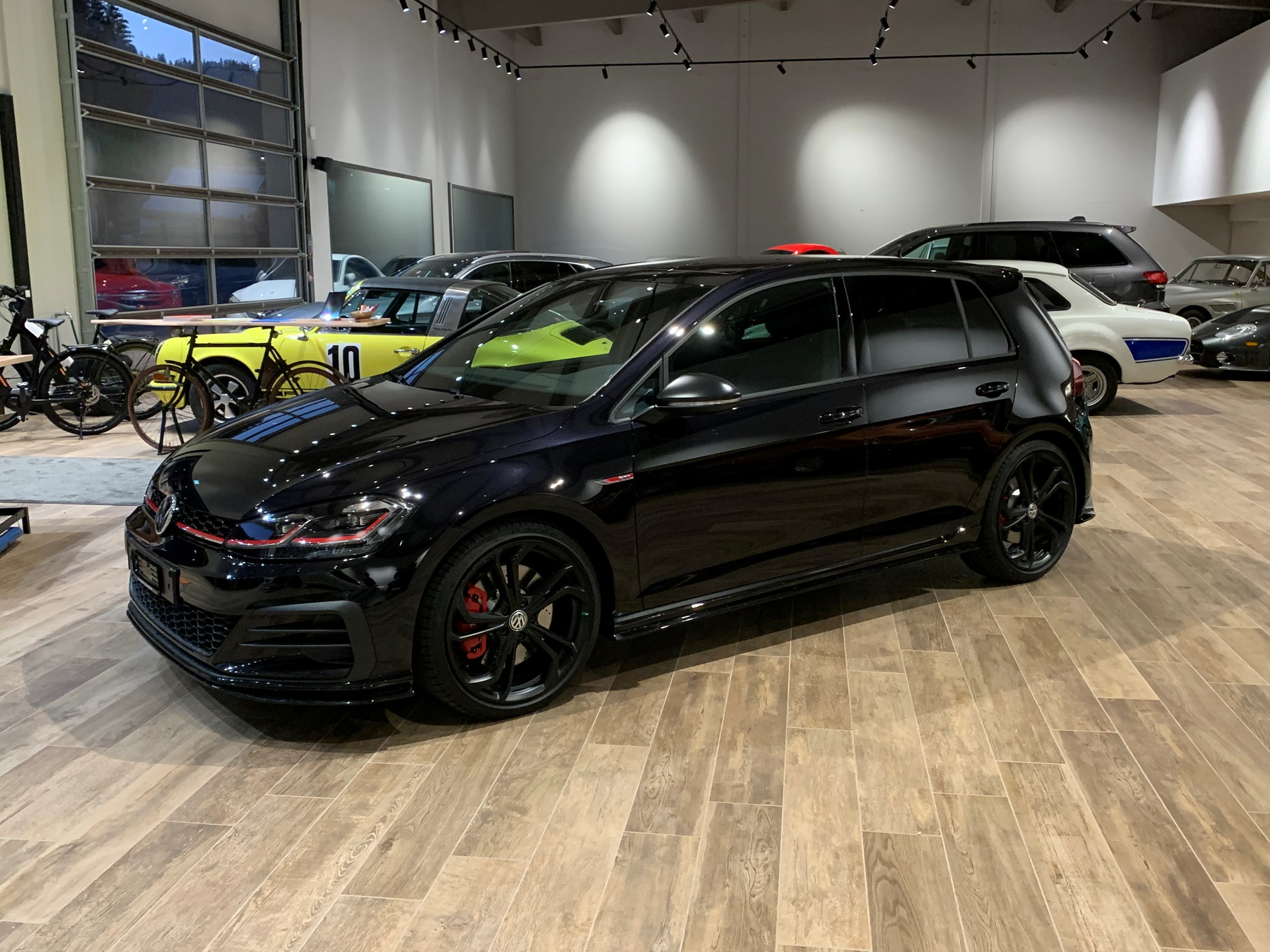 saloon VW Golf 2.0 TSI GTI TCR DSG
