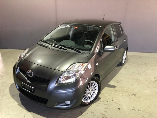 saloon Toyota Yaris 1.33 S