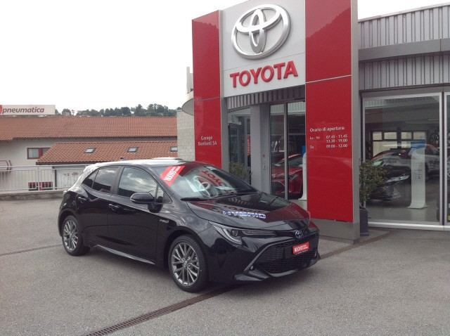 saloon Toyota Corolla 1.8 Hsd Trend