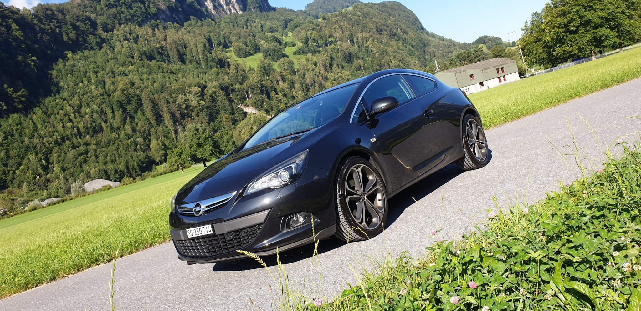 saloon Opel Astra J 1.6T GTC Coupe *sehr gepflegt*